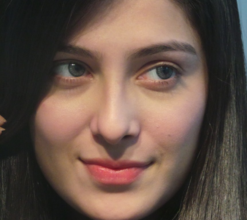 Pakistani actress Ayeza Khan photo