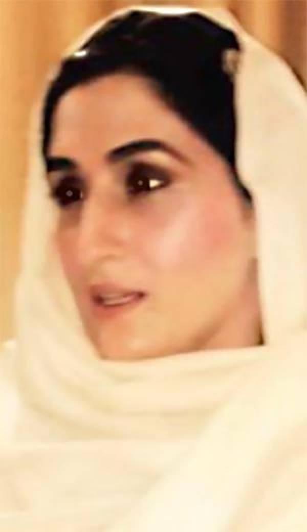 Imran Khan's wife Bushra Bibi photos