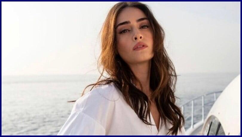 Turkish Actress & Model Esra Bilgiç (Halime Sultan) HD Wallpapers 2020